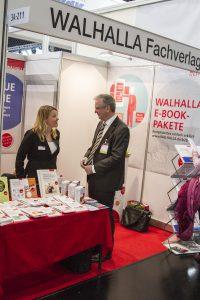 ConSozial 2017: Repräsentanten des Walhalla Fachverlages am Stand