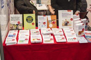 ConSozial 2017: Eine Auswahl an Büchern des Walhalla Fachverlages auf einem Tisch
