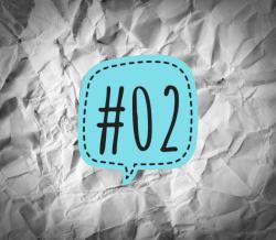Links der Woche 02/2018 - türkise Sprechblase mit der Nummer 2 auf verknittertem Papier