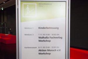 """Impressionen Consozial 2018 Schild mit Schrift """"Walhalla Fachverlag Workshop"""""""